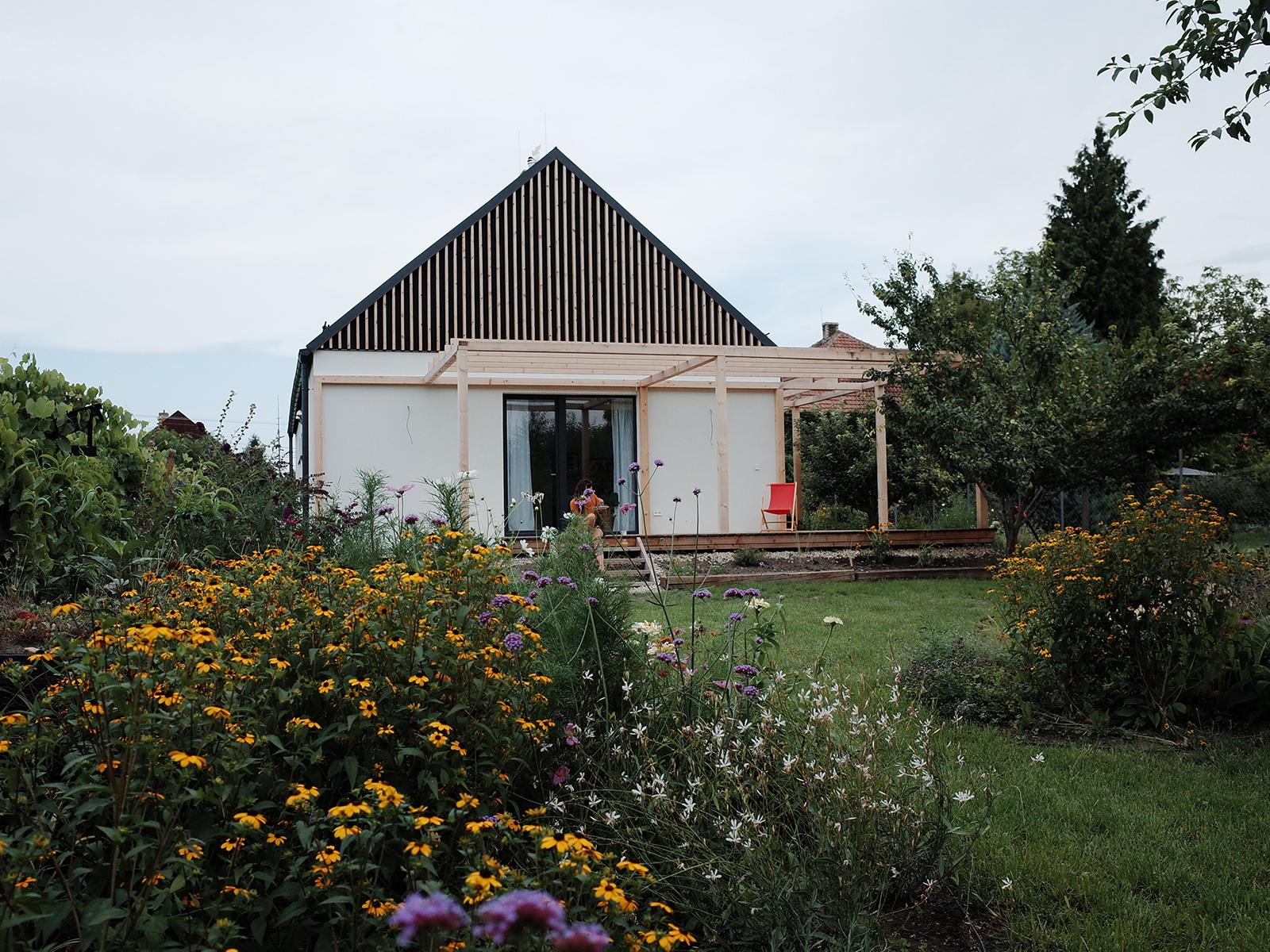 M-House realizácia - Andovce - dom v sade